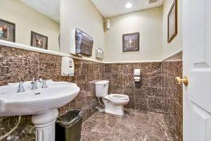 x2-professional-suites-restroom