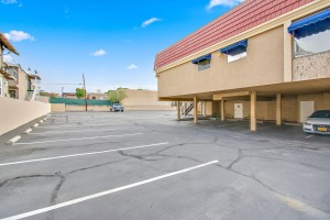 y3-real-estate-offices-whittier-parking